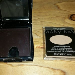 Foundation  ivory 1 with compact